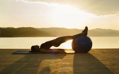 Os benefícios e os cuidados de praticar o alongamento