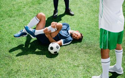 Atletas: qual o treinamento mais eficiente para evitar lesões no futebol?