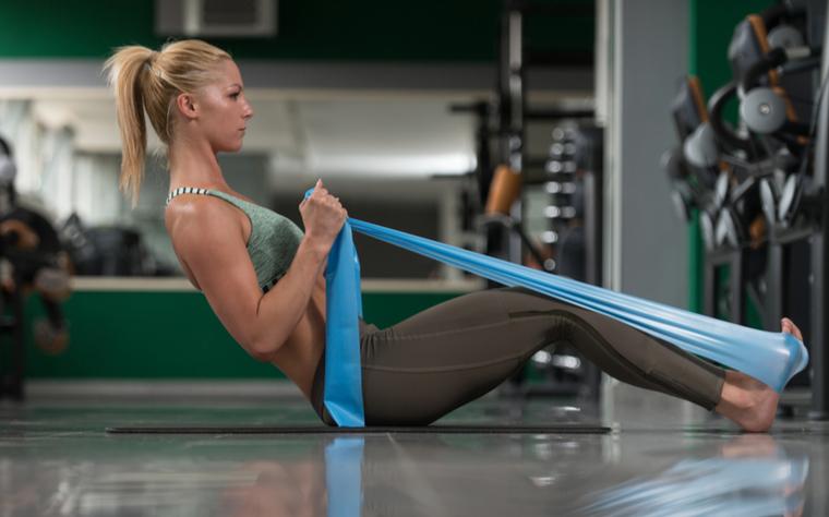 Exercícios com banda elástica e seus benefícios