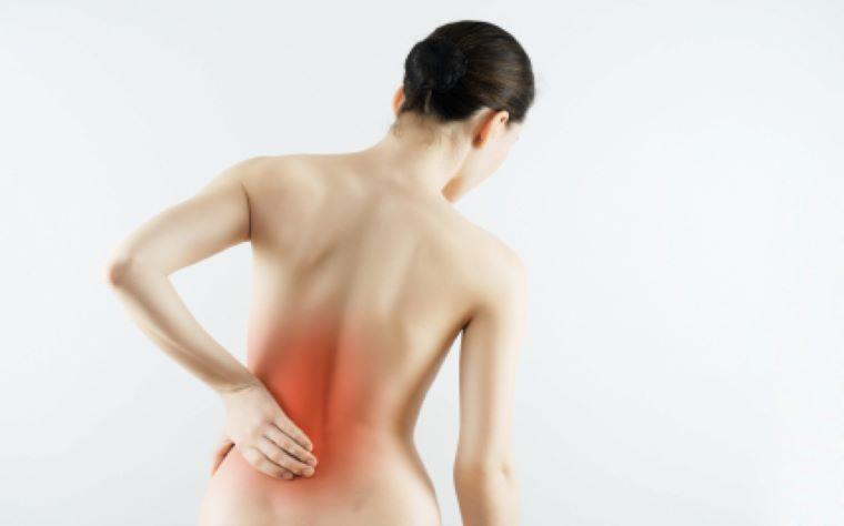 dor-nas-costas-mulher