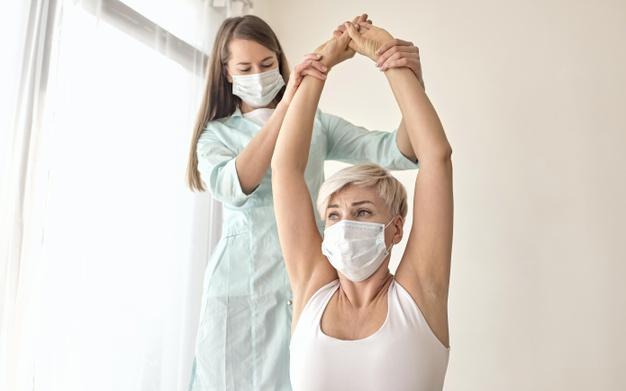 mulher-tratando-herinia-de-disco