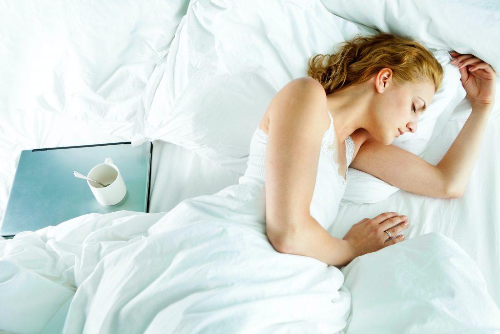 pessoa-dormindo-hernia-de-disco
