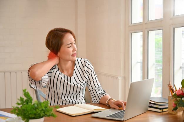 má-postura-no-home-office